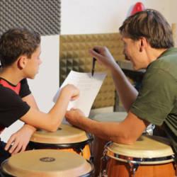 trommeln lernen beim Trommelunterricht Kinder